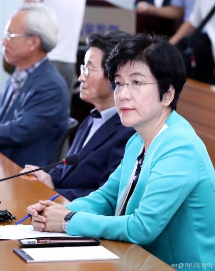 [사진]경제단체장 만난 김영주 장관