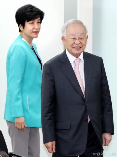 [사진]간담회 갖는 손경식 회장과 김영주 장관