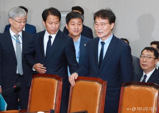 [사진]임종석-장하성, 국회 운영위 출석