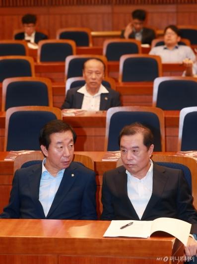 [사진]국민연금 토론회 참석한 김병준-김성태