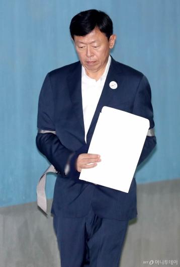 [사진]항소심 결심공판 출석하는 신동빈 회장