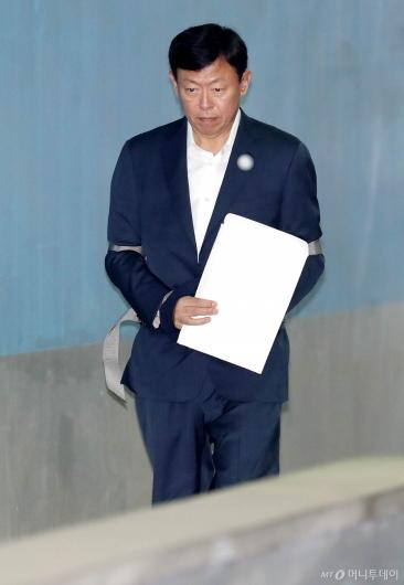 [사진]신동빈 회장, 항소심 결심공판 출석