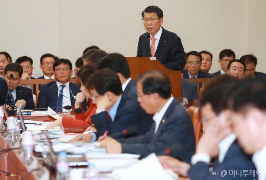 [사진]은성수 수출입은행장, 기재위 전체회의 출석