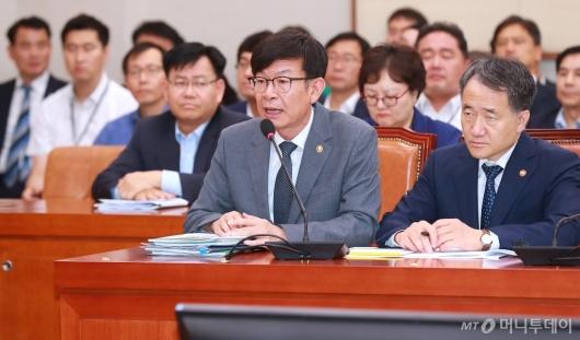 [사진]김상조 공정위원장, 법사위 전체회의 출석
