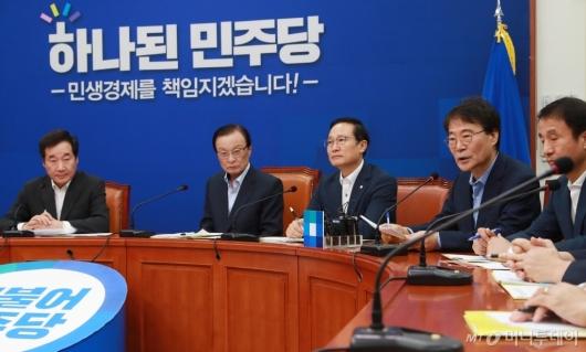 [사진]고위당정청 모두발언하는 장하성 정책실장