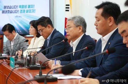[사진]마지막 비대위 모두발언하는 김동철 위원장
