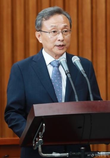 [사진]모두발언하는 유남석 헌재소장 후보