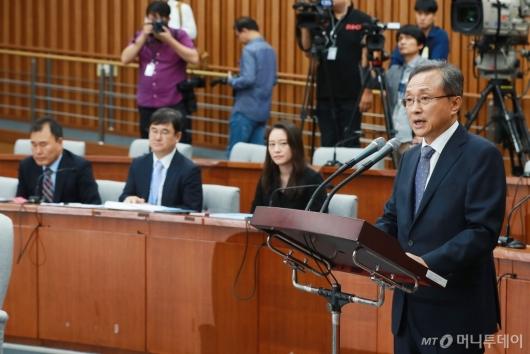 [사진]모두발언하는 유남석 헌재소장 후보자
