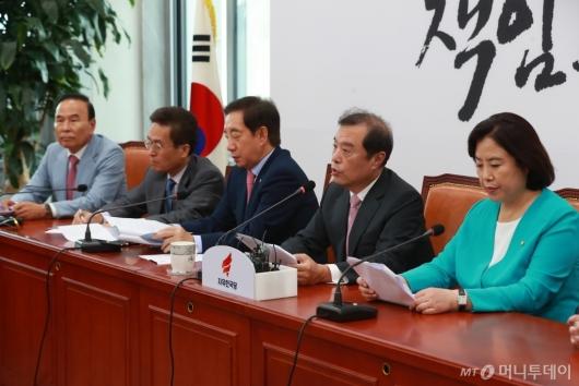 [사진]文정부 부동산 정책 비판하는 자유한국당