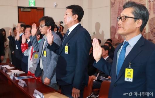 [사진]문체부 국감 출석한 선동열 감독