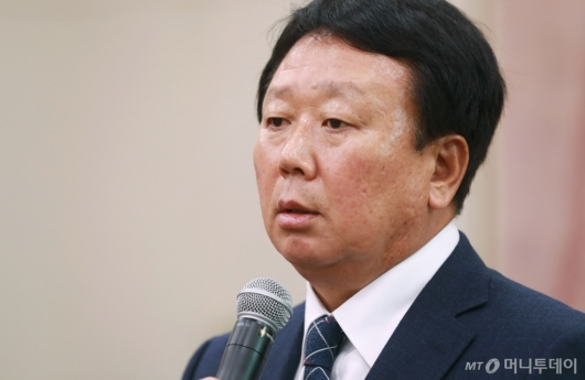 [사진]선동열 '오지환 청탁 無, 오로지 실력으로 발탁'