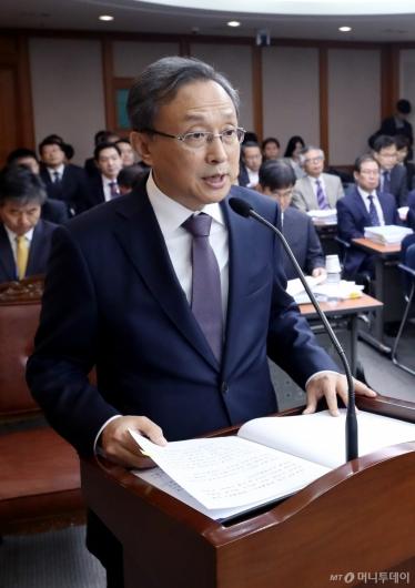 [사진]국감 출석한 유남석 헌재소장