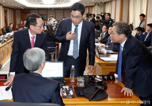 [사진]헌법재판소 국감, 여야 의견대립