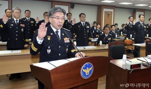[사진]증인선서하는 민갑룡 경찰청장