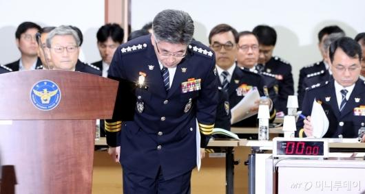 [사진]인사하는 민갑룡 경찰청장