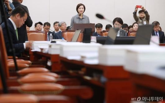 [사진]'유은혜 인정 못해' 자유한국당 퇴장