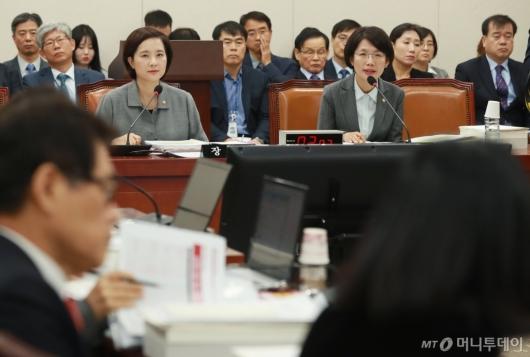 [사진]자유한국당, 유은혜 인정 못해...박춘란 차관에 질의