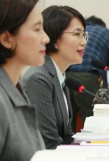 [사진]자유한국당 질의에 답하는 박춘란 교육부 차관