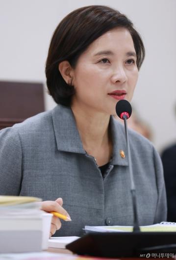 [사진]답변하는 유은혜 장관