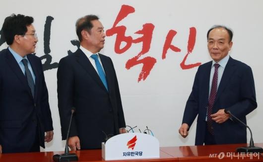 [사진]자유한국당 조강특위 외부위원 위촉된 전원책 변호사