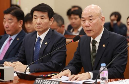 [사진]국정감사 출석한 이효성 방통위원장