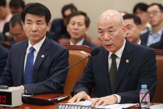 [사진]답변하는 이효성 방송통신위원장