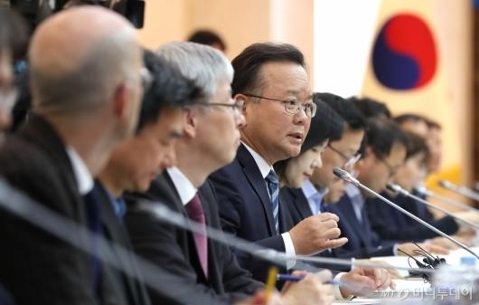 [사진]김부겸 장관, 정부혁신추진협의회 인사말