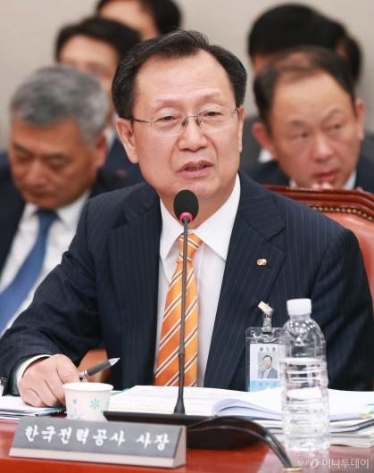 [사진]답변하는 김종갑 한국전력공사 사장