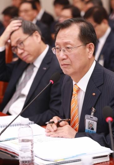 [사진]질문받는 김종갑 한전사장