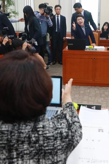 [사진]조명래 인사청문회 파행, 설전 벌이는 여·야 간사