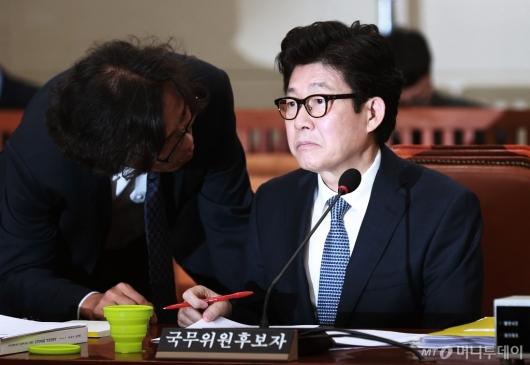 [사진]'인사청문회 파행' 굳은 표정의 조명래 후보자