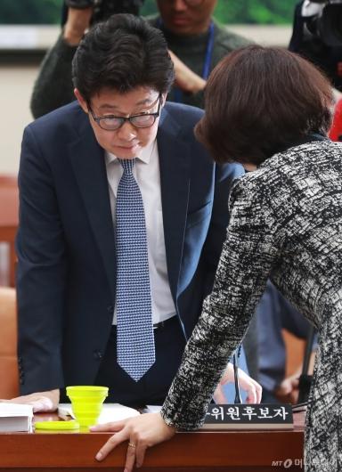 [사진]'인사청문회 파행' 굳은 표정의 조명래 환경부 장관 후보자