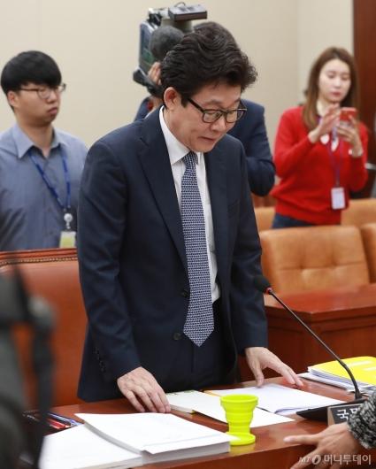 [사진]'인사청문회 파행' 고개 떨군 조명래 후보자