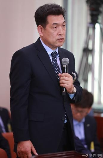 [사진]국감 출석한 전명규 전 대한빙상연맹 부회장