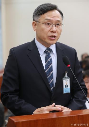 [사진]국감 출석한 심경우 근로복지공단 이사장