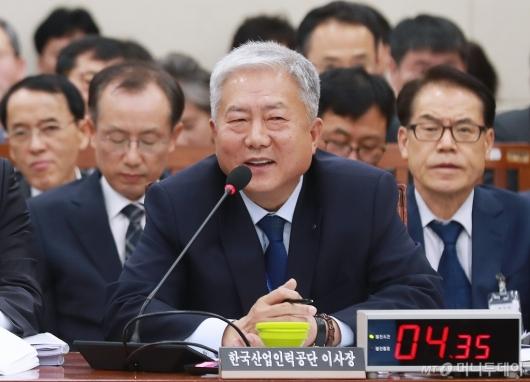 [사진]국감 출석한 김동만 한국산업인력공단 이사장