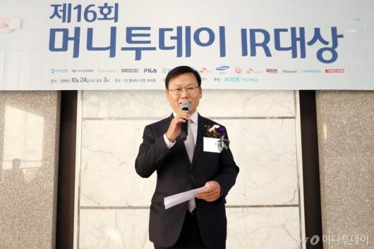 [사진]종합대상 수상소감 말하는 이원덕 우리은행 경영기획그룹장