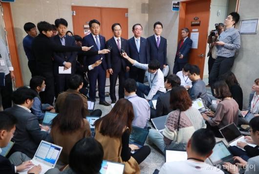 [사진]여·야4당 원내대표, 사법농단 특별재판부 설치 관련 기자회견