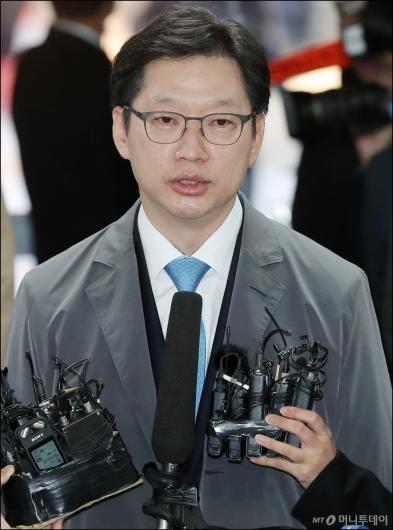 [사진]김경수 경남지사 첫 재판 출석