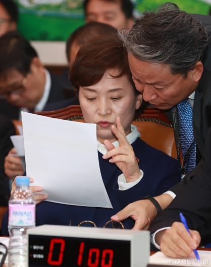 [사진]대화하는 김현미 국토부 장관