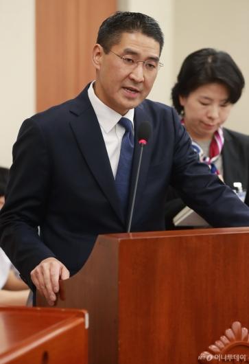 [사진]존리 구글코리아 대표, 방통위 종합감사 증인 출석