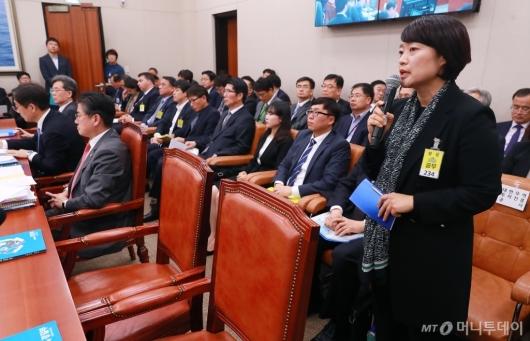 [사진]국감 증인 출석한 한성숙 네이버 대표이사