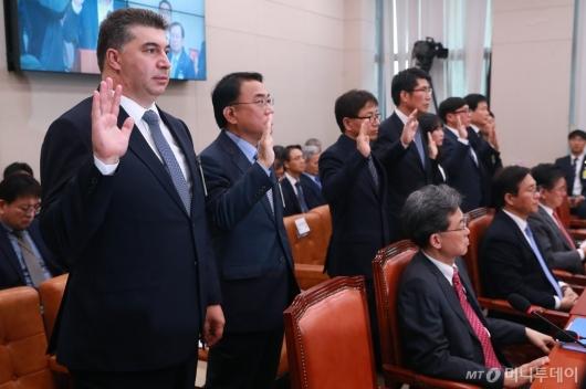 [사진]산자위 국감 증인 출석한 카허카젬 한국지엠 사장