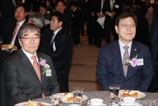 [사진]'금융의 날 기념식' 참석한 윤석헌-최종구