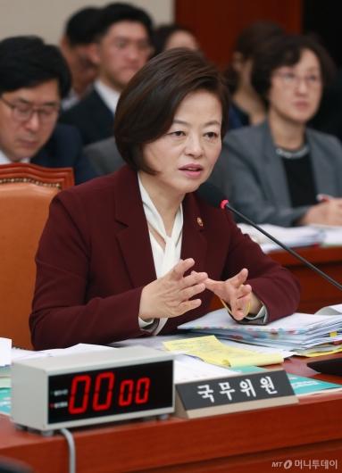 [사진]국감 출석한 진선미 여가부 장관