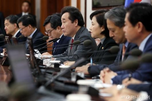 [사진]국무회의 모두발언하는 이낙연 총리