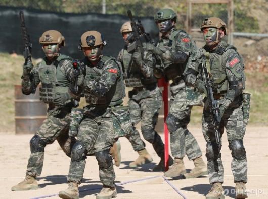 [사진]훈련하는 연평도 해병대원