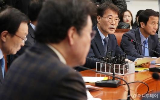[사진]고위 당·정·청 회의 모두발언하는 장하성 정책실장