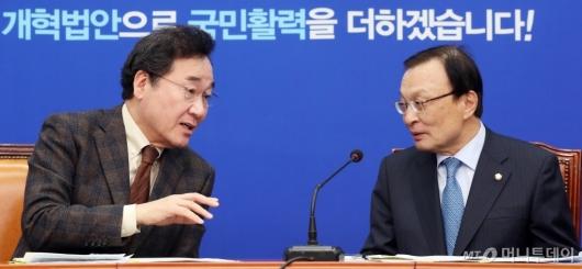[사진]이야기하는 이낙연 총리-이해찬 대표