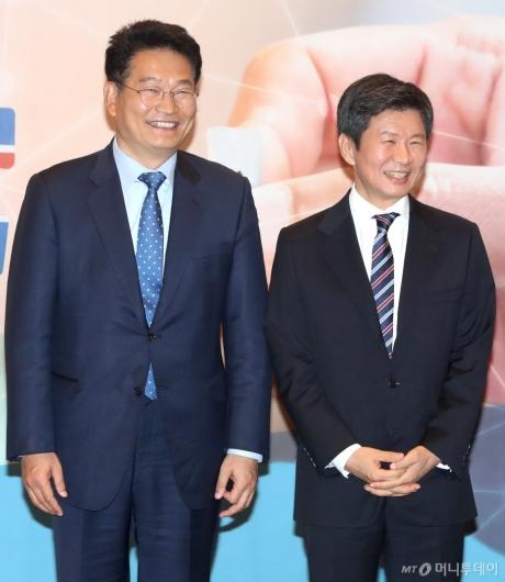 [사진]미소 짓는 정몽규 위원장-송영길 의원